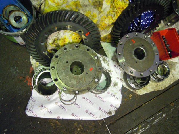 Tatra815RearAxleDisassembled
